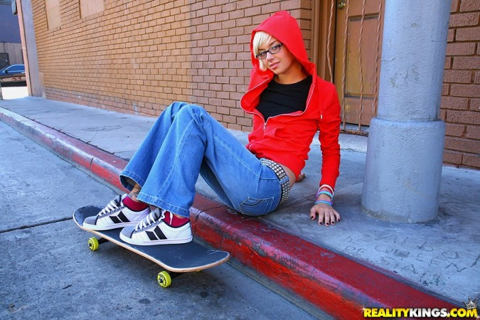 emma mae skater chick girl skate pure18 tattooed inked glasses